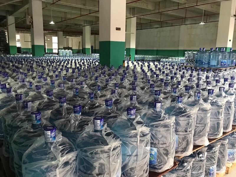 阿里雪桶装水成品堆放区