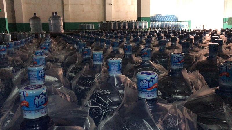 怡碱桶装水成品堆放区